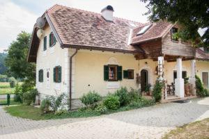 Landhaus von vorne - Vulkanland Huber