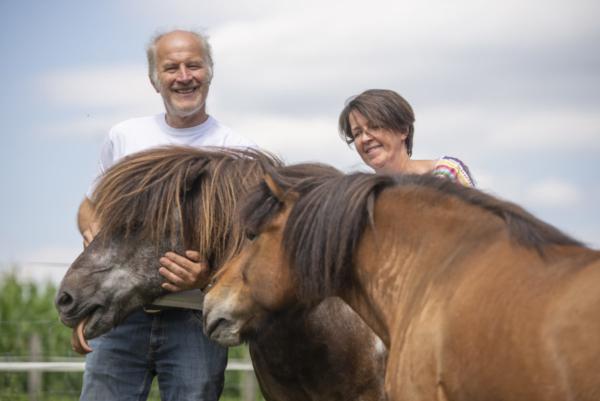Margit und Walter mit Pferd - Vulkanland Huber